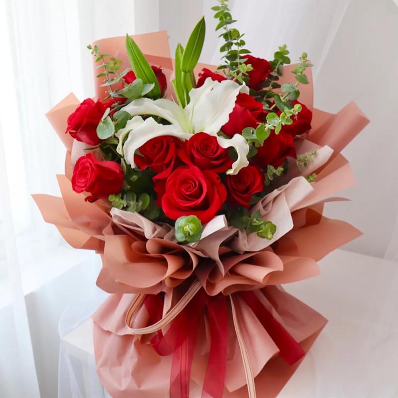彩云易散——12支精品红玫瑰+白百合