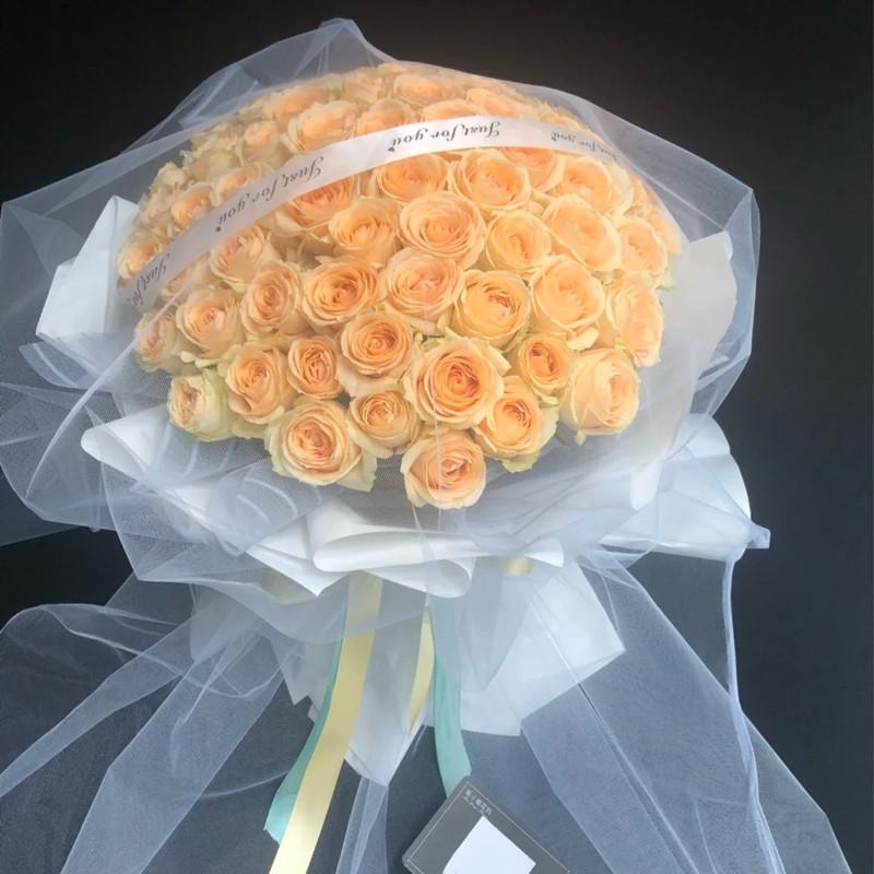 深情目光——66支精品香槟玫瑰